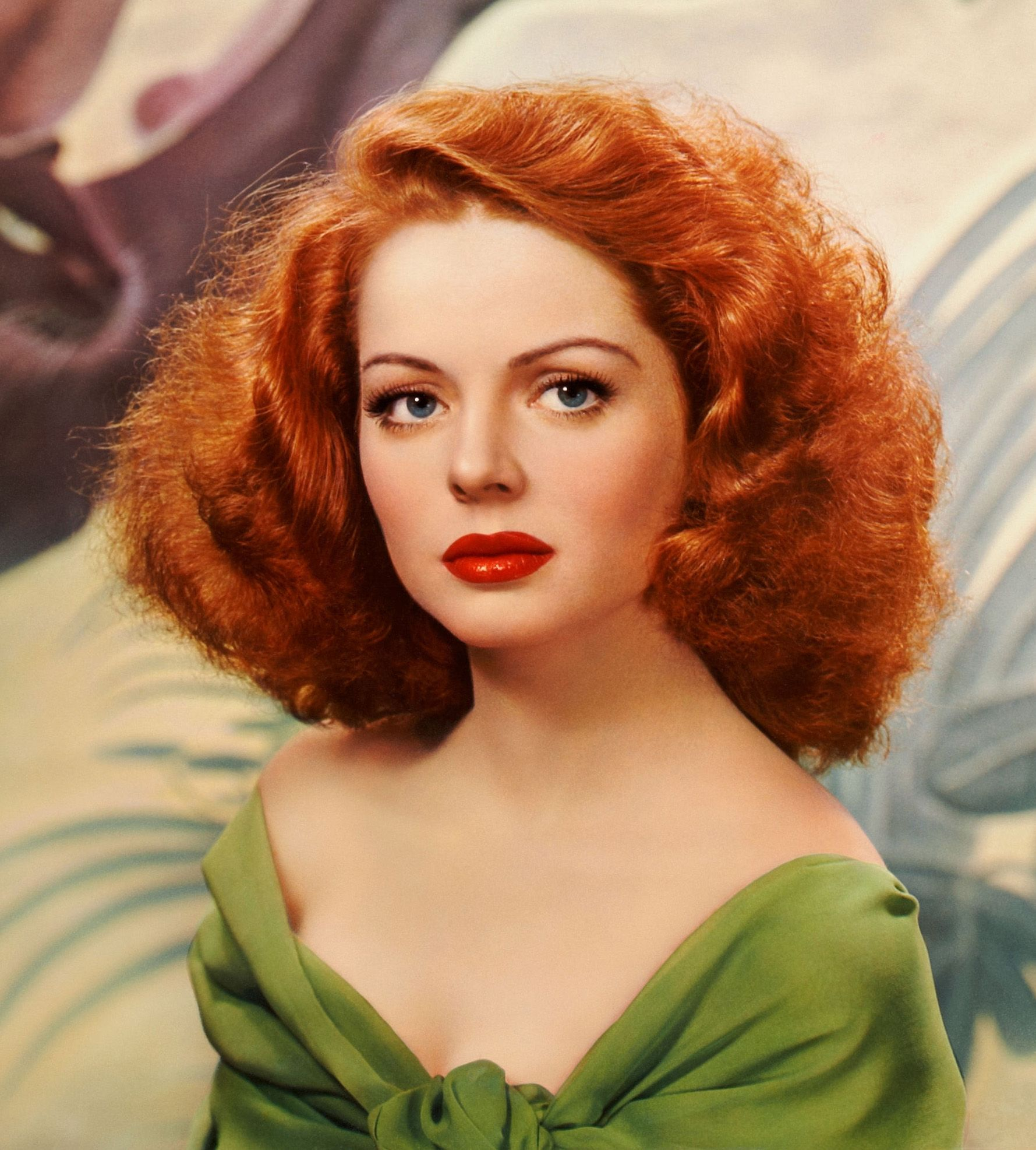1940 S Fashion Get The Makeup Look Of Arleen Whelan Eaumg Red Hair Red Lips Vintage Hairstyles Beautiful Redhead