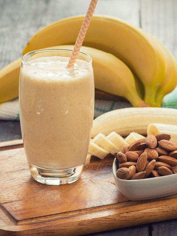gesunder sattmacher bananen mandel shake smoothie pinterest bananen fr hst ck und smoothie. Black Bedroom Furniture Sets. Home Design Ideas