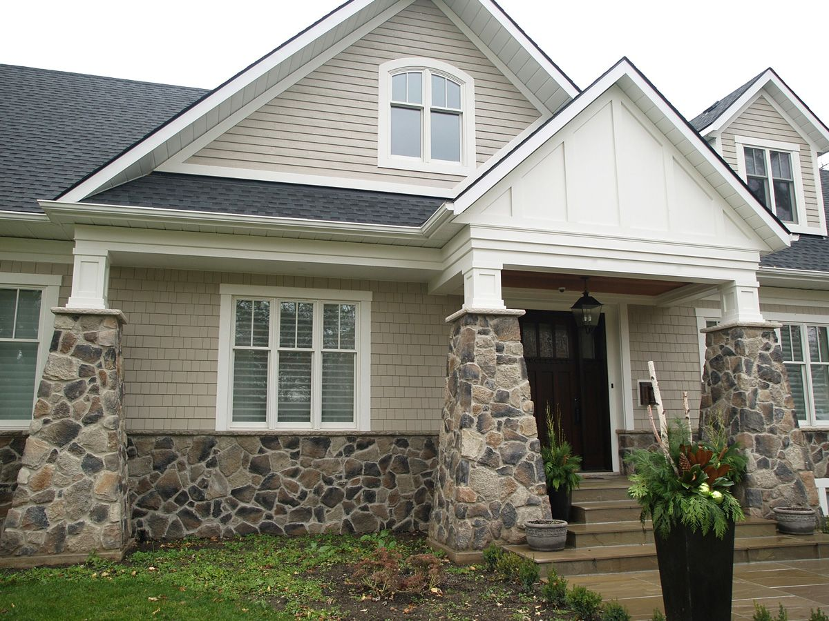 Rock accent exterior of stone veneer to choose from for Exterior siding design ideas