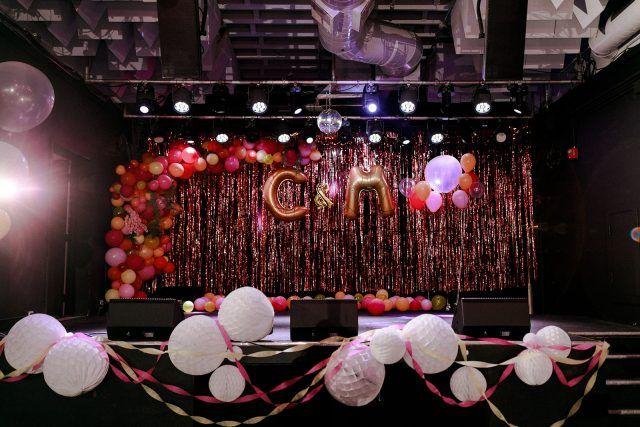 Die Jungfrau Suicides & High School Dance inspirierte Hochzeit im El Club, Detroit · …   – Wedding Theme // Decor
