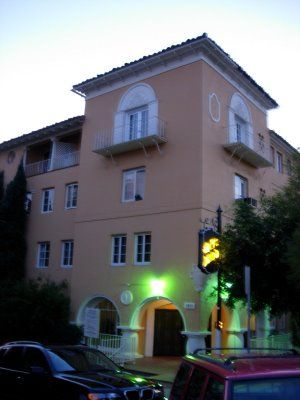 Sunset Boulevard Film Location Alto Nido Apartments 1851 N Ivar Ave This Is The Of Joe Gillis S Apartment Building In Movie