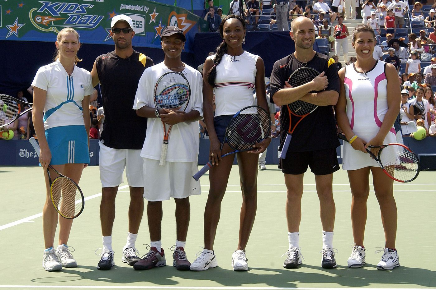 Steffi Graf James Blake Donald Young Venus Williams Andre Agassi And Jennifer Capriati Pose For A Photo Jennifer Capriati Andre Agassi Tennis Championships