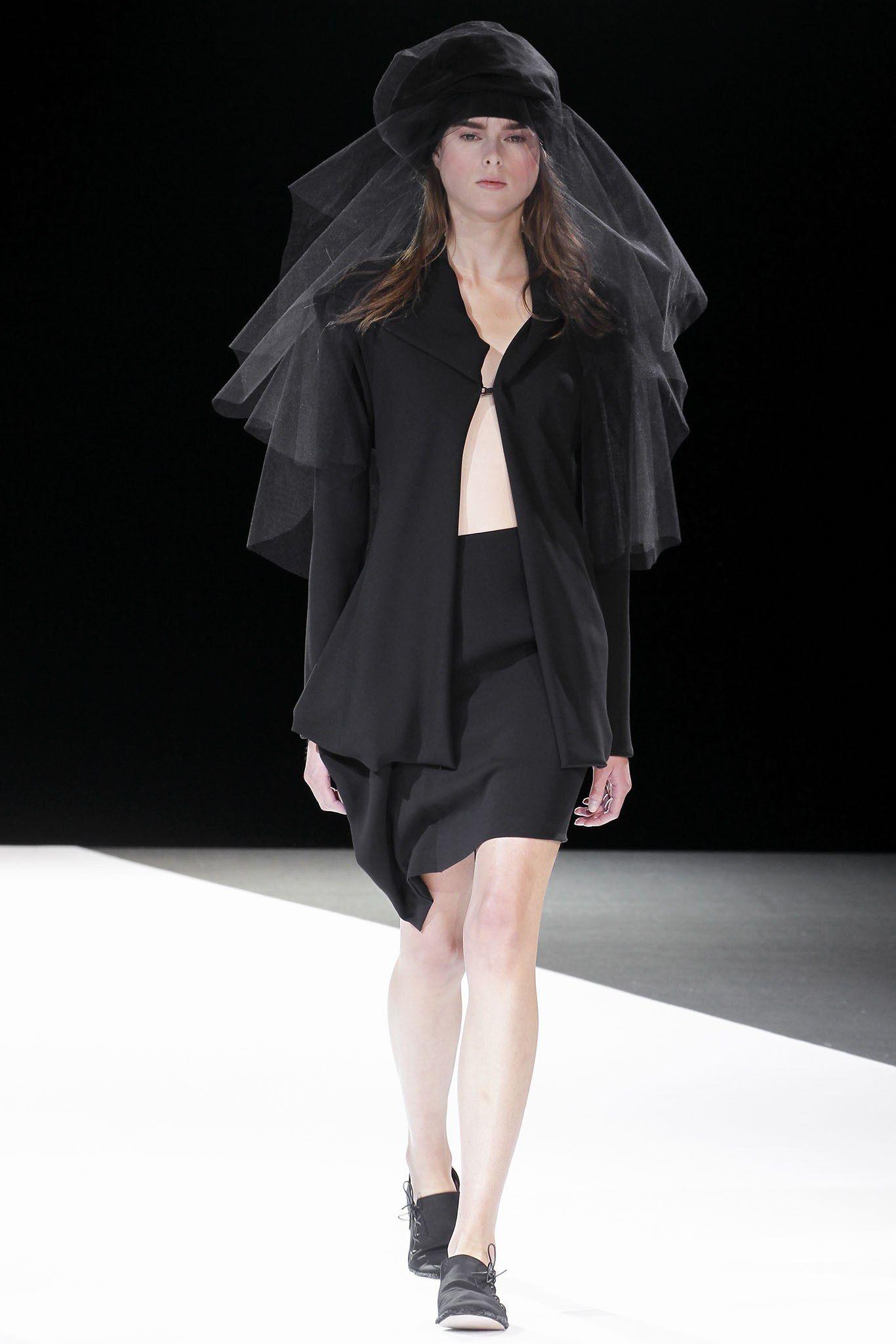 Yohji Yamamoto Spring 2013 Ready-to-Wear Fashion Show - Hannare Blaauboer (EVIDENCE)