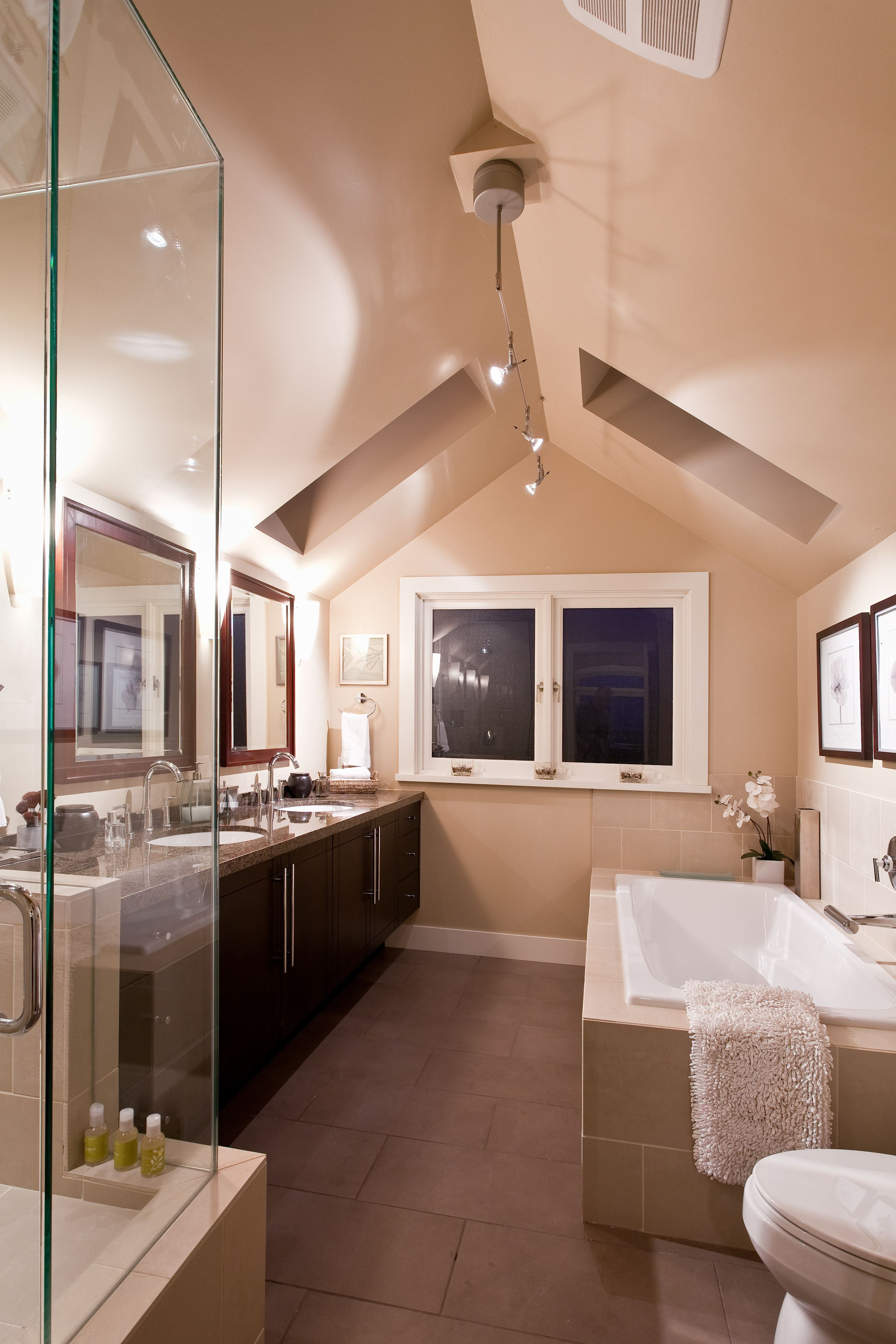 master bedroom ensuite c w vaulted ceiling and skylights 16139 | 560d7cf0a7922f8bd702b5ac216b3966