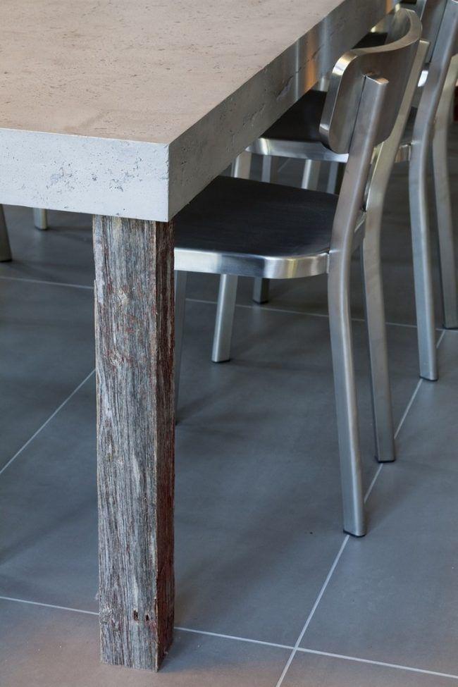 tisch-betonoptik-tischplatte-holz-tischbeine-metall-stuehle - groe bodenfliesen
