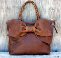 Brown purse with bow https://www.thehunt.com/the-hunt/7wyFNv-purse-with-bow