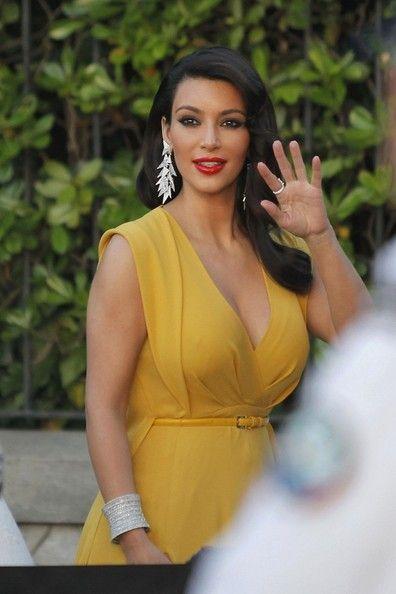 Kim Kardashian Photo - Arrivals at the 2012 amfAR Gala