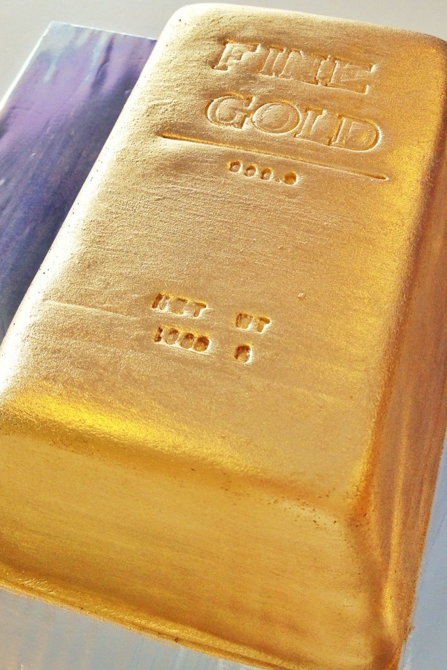 All That Glitters Is Gold 3d Customised Gold Bar Cake Oh And Did We Mention Its Rainbow On The Insides Goldbarren Kuchen Dekoration
