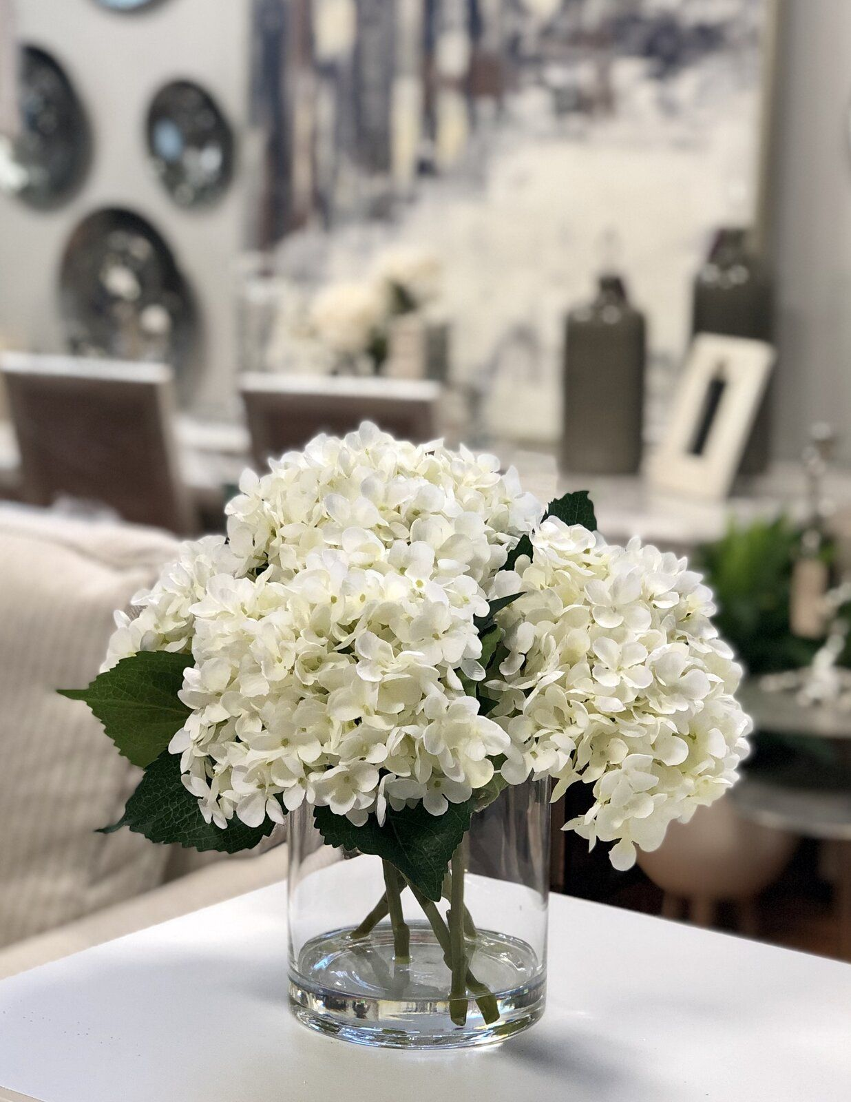Hydrangea Floral Arrangement In Vase In 2020 Hydrangea Flower Arrangements White Flower Arrangements Hydrangea Arrangements