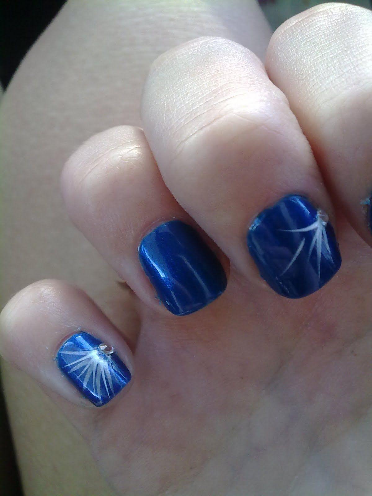Sheri Lee's blue nail art via safashiongirl.com