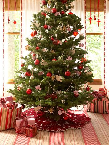 These Easy Homemade Christmas Decorations Will Make Your Home Merry And Bright Christmas Tree Colour Scheme Red Christmas Tree Red And Gold Christmas Tree