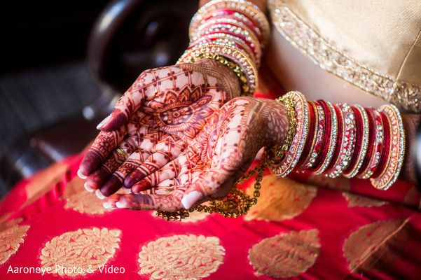 mehndi hands http://www.maharaniweddings.com/gallery/photo/68966 @aaroneye