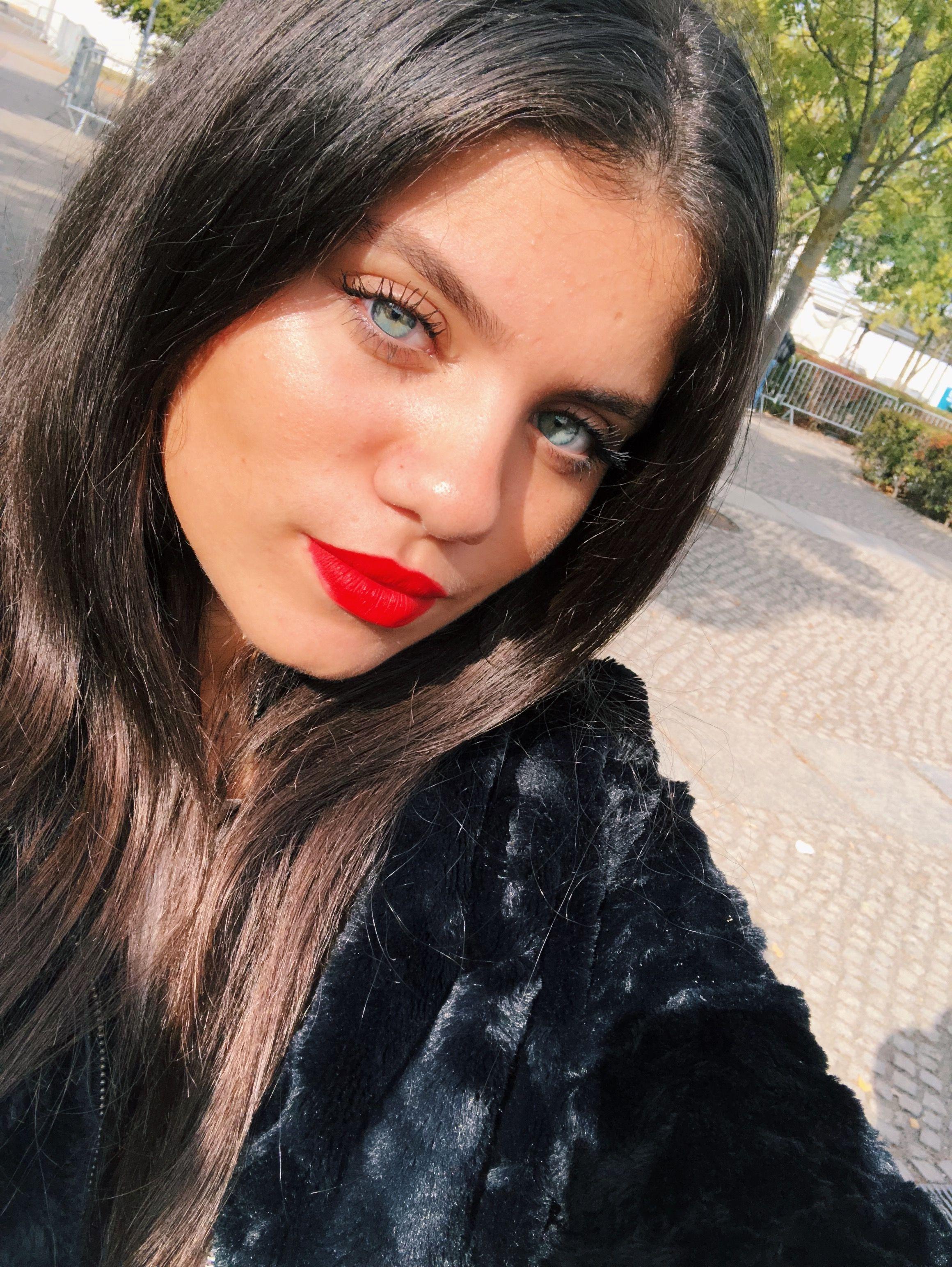 Red Lipstick Selfie Red Lipsticks Beauty Lipstick [ 3088 x 2320 Pixel ]