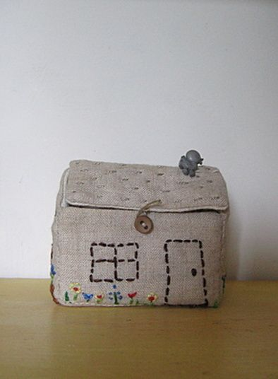 A Little Fabric House Tutorial Great Idea To Take Small Toys On An Outing Fabric Doll House Fabric Houses Diy For Kids