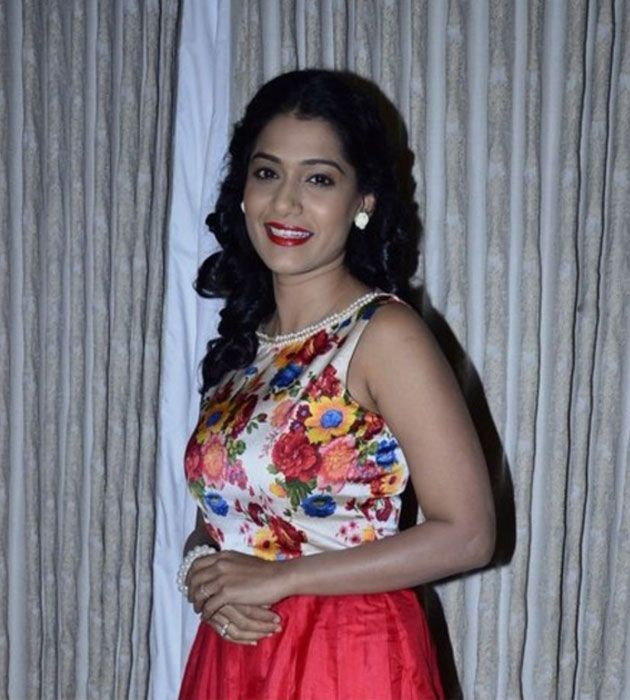 Desi looks gain #Urmila more period films Marathi Movies - desire wap info