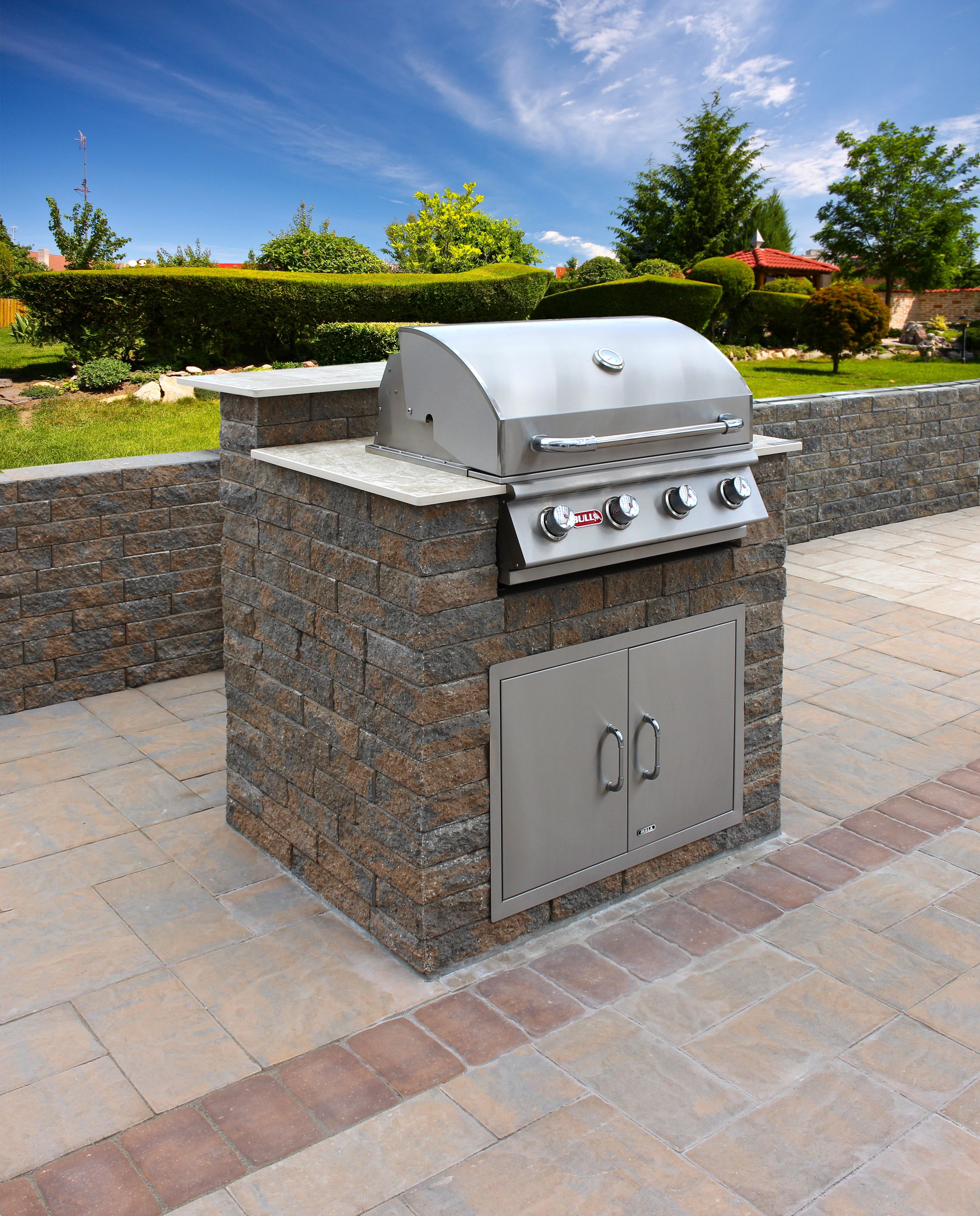 Compact Outdoor Kitchen Islands Are Perfect For When E