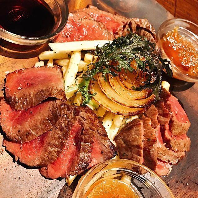 にく!にく!にく!おいしい肉バルつれてってもらった!肉好きはぜひつれていきたい! #肉バル #なんば #座裏 #肉 #meet #yummy #☺ #同じ業界人がよこにすわってた #耳ダンボ