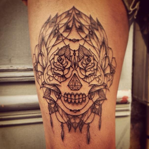 tatouage t te de mort mexicaine graphique tatoo t te de mort tatouages t te de mort et tatouage. Black Bedroom Furniture Sets. Home Design Ideas