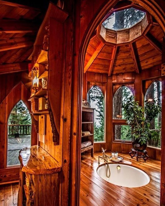 An @epic Treehouse Bathroom