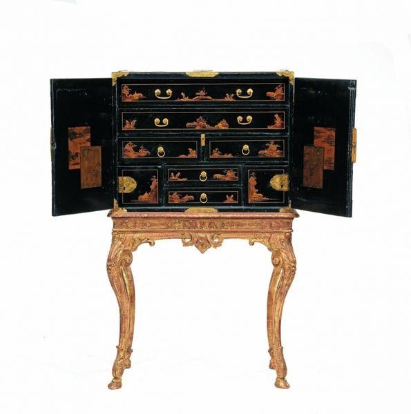 Cabinet En Laque Du Japon Japon Epoque Edo Vers 1660 1680 Pour Le Laque France Epoque Regence Pour Le Pietement Antique Furniture Beautiful Furniture Antiques