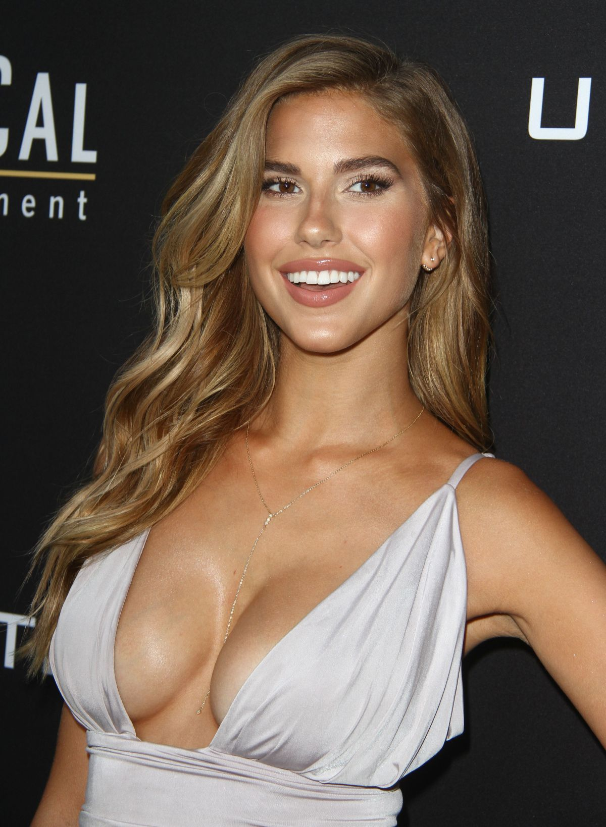 Michelle Collins Fakes Simple kara del toro at undrafted premiere in hollywood actress kara del