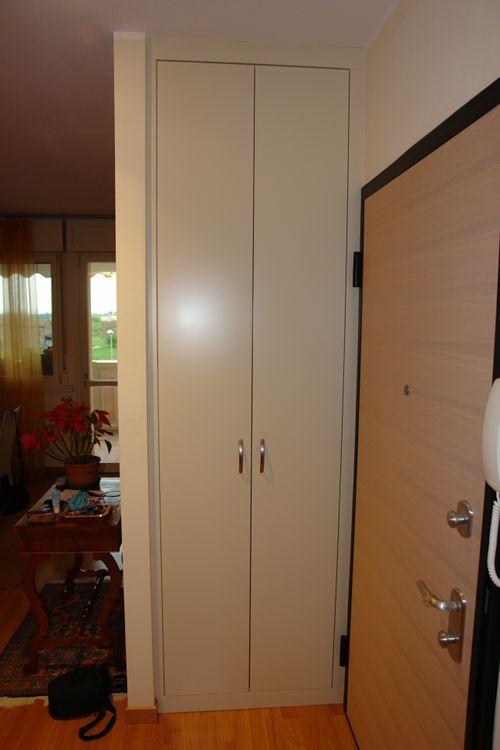 Spalletta in cartongesso con armadio in nicchia ingresso for Armadio da soggiorno