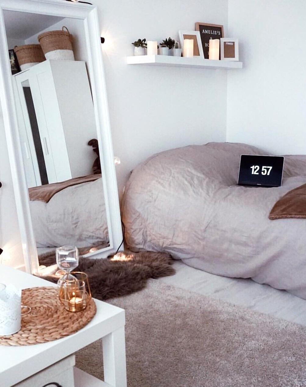 Pinterest Trinitie99 Dorm Room Ideas For Girls Minimalist Cozy Neutrals In 2020 Small Bedroom College Dorm Room Decor Dorm Room Decor