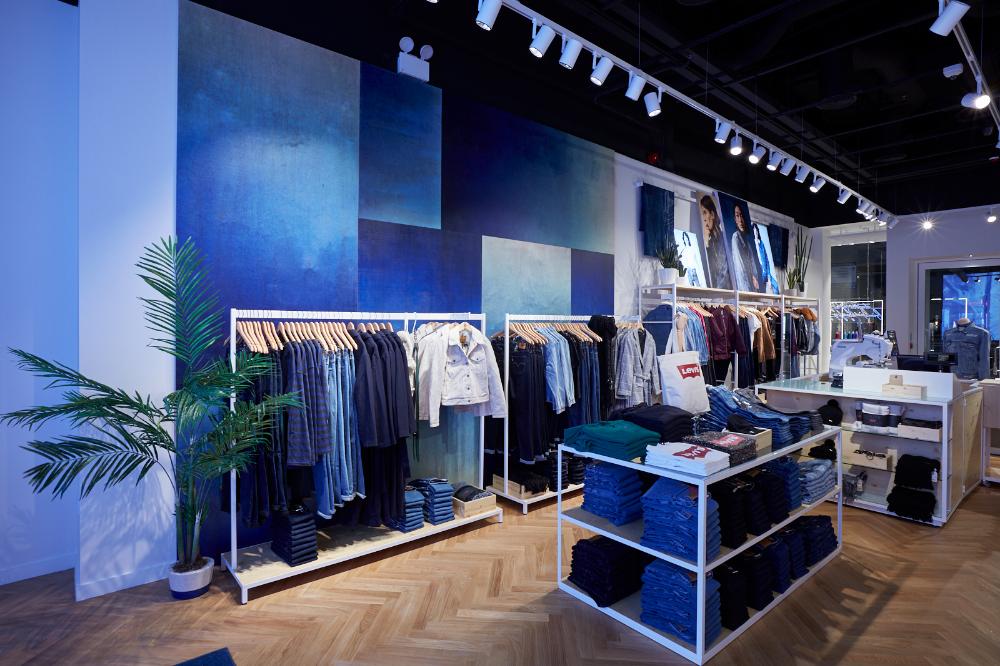 Levi's | Showcase design, Design, Visual merchandising |Curved Line Display Visual Merchandising