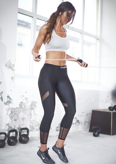 16 tenues de sport pour femme parfaites pour aller la salle fitness pinterest tenue de. Black Bedroom Furniture Sets. Home Design Ideas