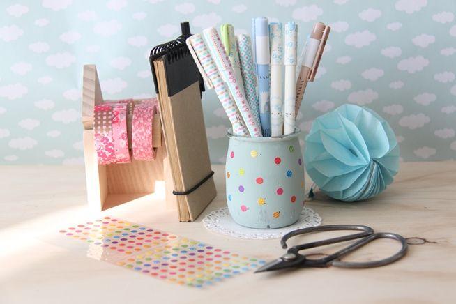 Recicla tarros de cristal y conviértelos en cubiletes para tus lápices