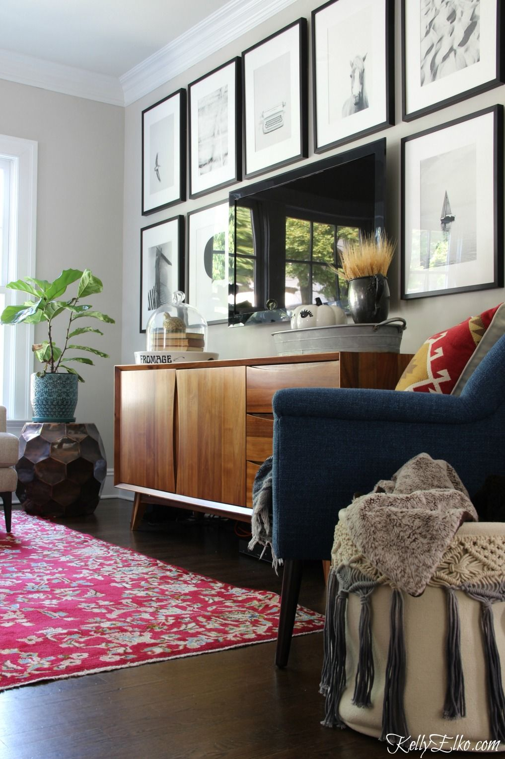 Vintage Living Room Ideas For Small Spaces: Vintage Rug - Everything Old Is New Again