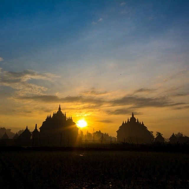 The Twin Temples.. Plaosan.. #instanusantara #indonesia_photography #special_shots #sengajaphoto #backpacker_photography #wu_asia #worldunion #ig_indonesia_  #igworldclub #wu_indonesia #gf_indonesia #instagallery_ina  #supersunset #cool_sunshotz #shotaward #phototag_it #allshots_  #theworldshotz #hot_shotz #big_shotz #sunset_madness  #insta_crew #ic_landscapes #fotonesia #tgif_sunset #rsa_light