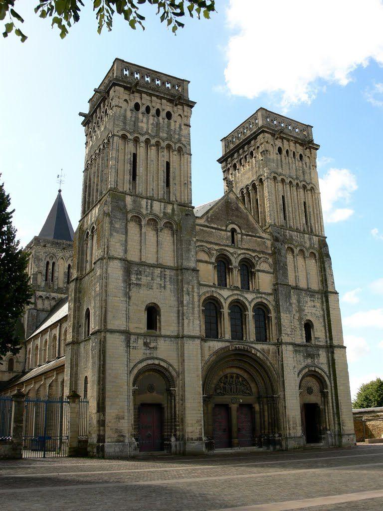 Sainte Trinité W Caen Z XI W.; Fryzy Arkadkowe, Litera H