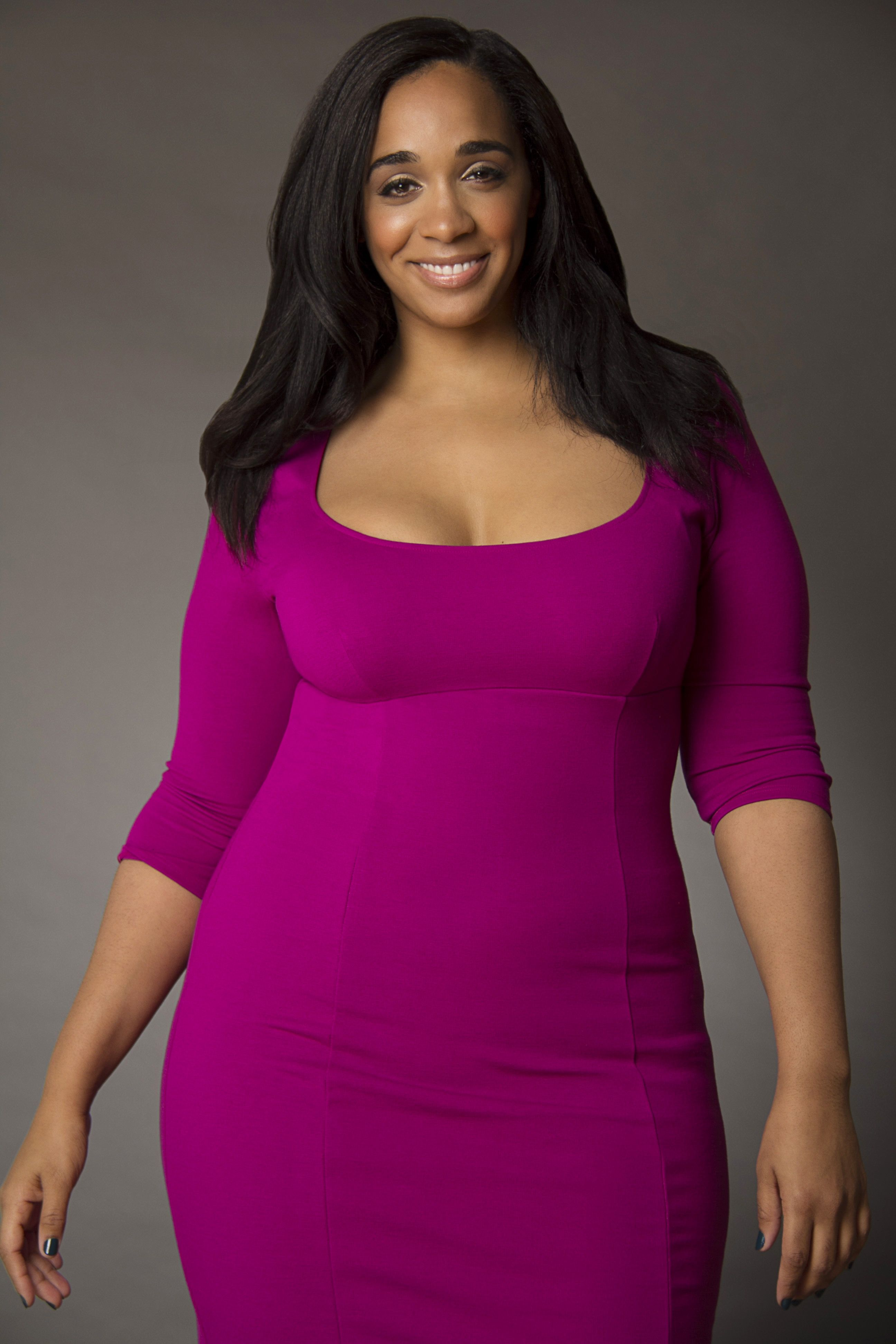 I absolutely love this color! <3 fuchsia body con dress #curvy ...