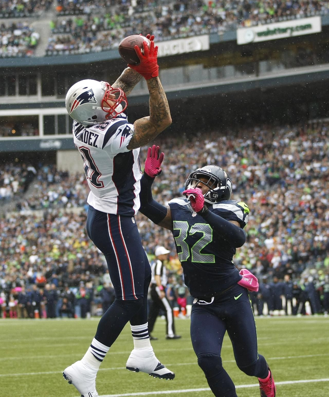 New England Patriots Aaron Hernandez Makes A Catch For A Touchdown Above The Defense Of Seattle Seahawks Jeron Joh Football Seahawks Football Ravens Football