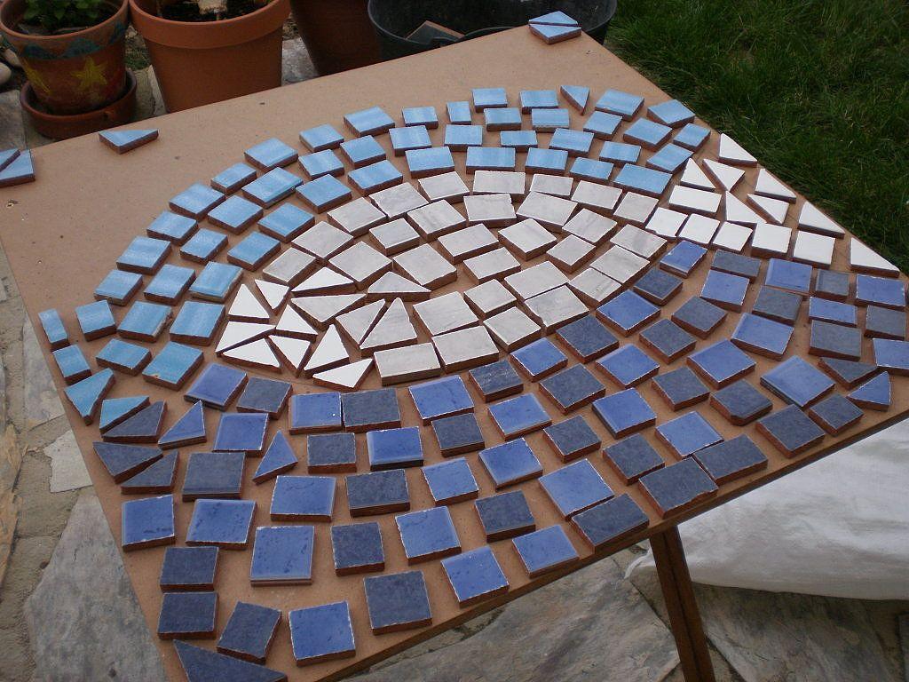 Quieres ver c mo se hace una mesa de mosaico mosaics - Como se hace manualidades ...