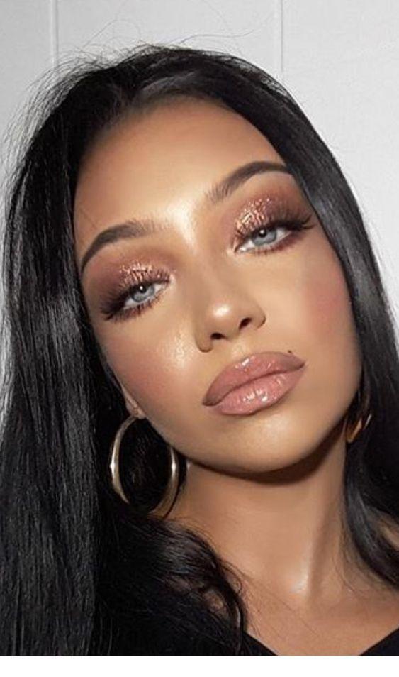 Glitzer auf gold auge make-up und ohrringe Inspirierende Damen #glittereyemakeup