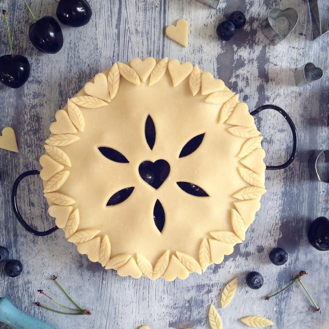 Decorated pastry pie crust pastry crimping pie for Apple pie decoration
