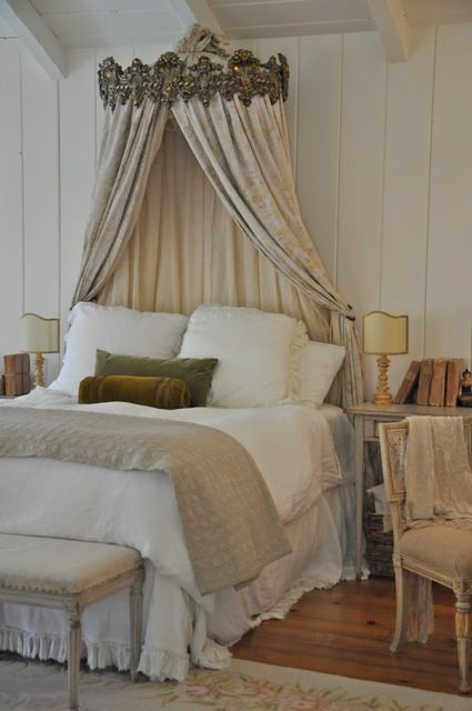 Bed crown with neutral interiors