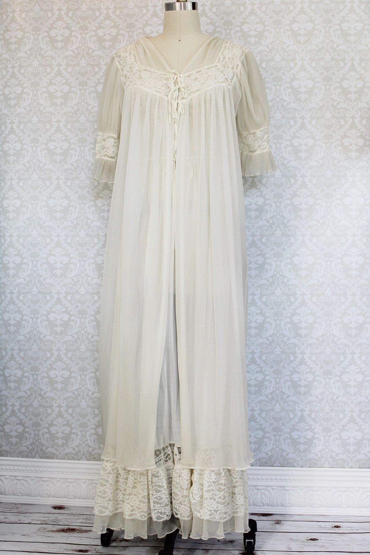 Vintage 1950s Lace Maxi Nightgown + Robe Set | Lace maxi, Nightgown ...