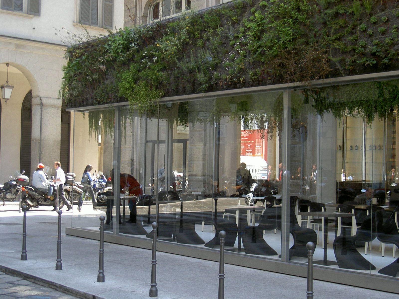"""Struttura in vetro e acciaio """"Dehors Caffé Trussardi"""", Milano ..."""