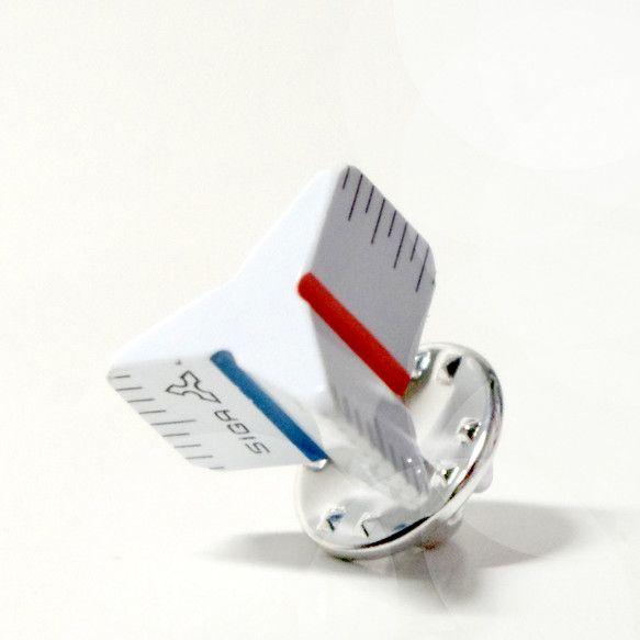 本物の三角スケールを使ったピンズ。ひとつひとつ手作りで制作しているので、柄や数字が異なります。サイズ:15×15×20(㎜)|ハンドメイド、手作り、手仕事品の通販・販売・購入ならCreema。