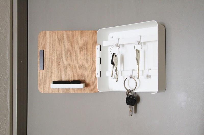 簡単取り付け 山崎実業のマグネットキーフックで玄関スッキリ 2020