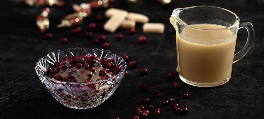 Omar-kinuskikastike: Herkullisen kermainen kinuskikastike syntyy Omar-makeisista. Kinuskin valmistamiseen ei kulu viittä minuuttia kauempaa!