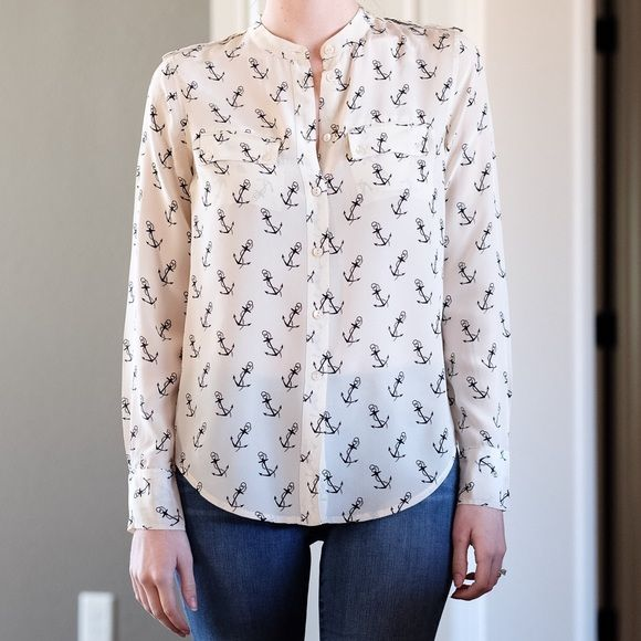732a410749c316 Equipment anchor silk top S Equipment femme Anabelle Anchor Fawn silk blouse.  Creamy white color with black anchors printed on the shirt.