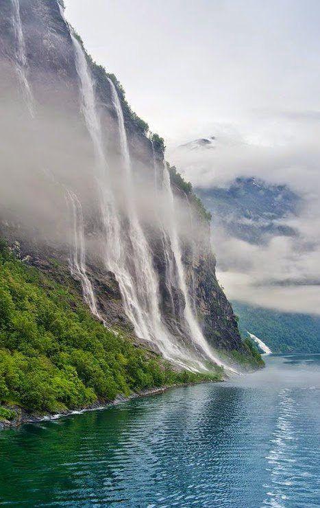Dei sieben Schwestern Wasserfälle in Geiranger. Den passenden Koffer findet ihr bei uns: https://www.profibag.de/reisegepaeck/
