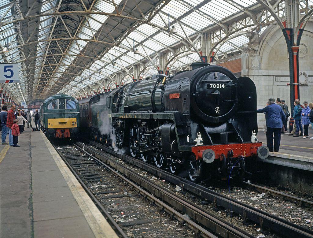70000 'Britannia' and E5001 at Dover Western Docks | Steam
