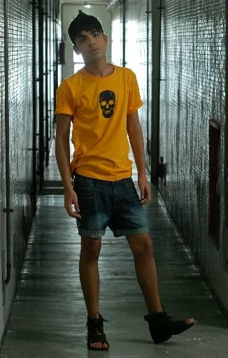 Shooting - T-shirt: Alexandre Herchcovitch, Short: D Jeans, Sandália: Manoel Ozi p/ Jailson Marcos