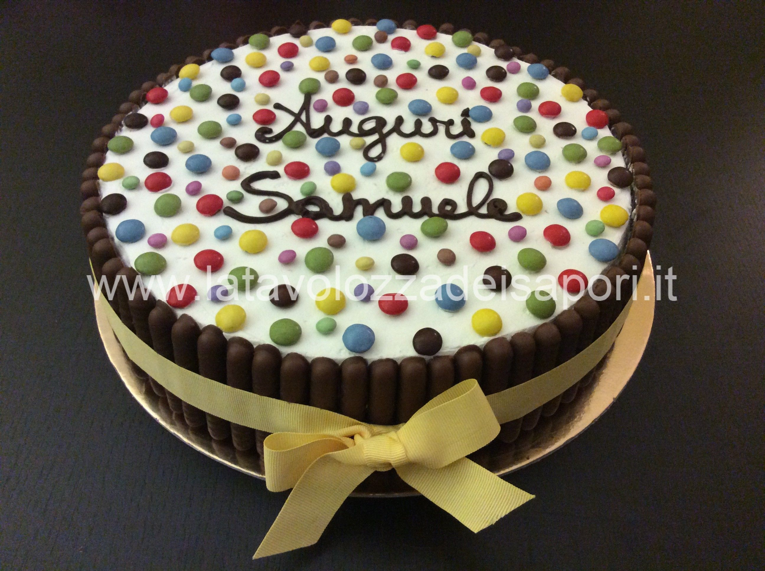 Torta togo e smarties for Decorazione torte con smarties