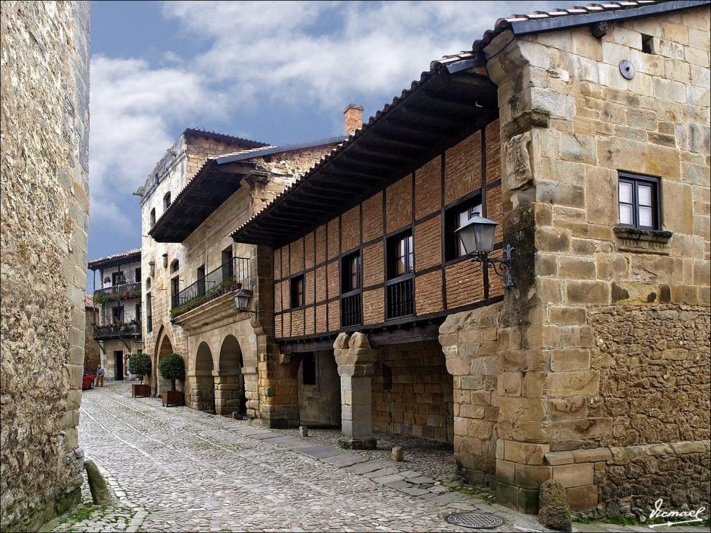 Foto de Santillana del Mar (Cantabria), España. Publicada por VICMAEL el 1 de Abril de 2009